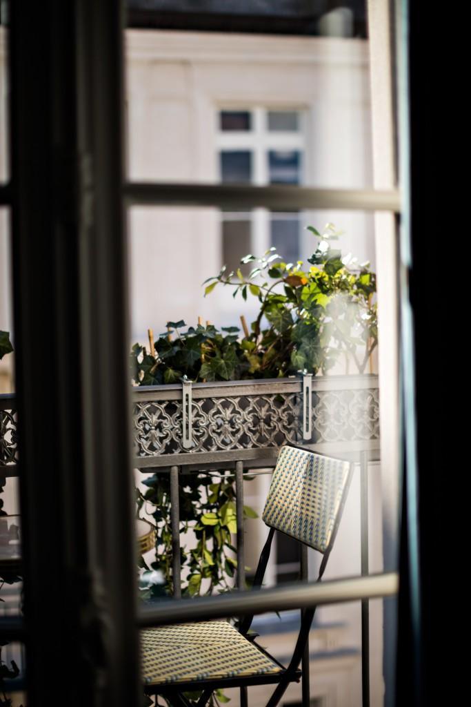hotel-providence-paris-classic-room-balcony
