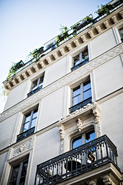 hotel-providence-paris-facade-old-building