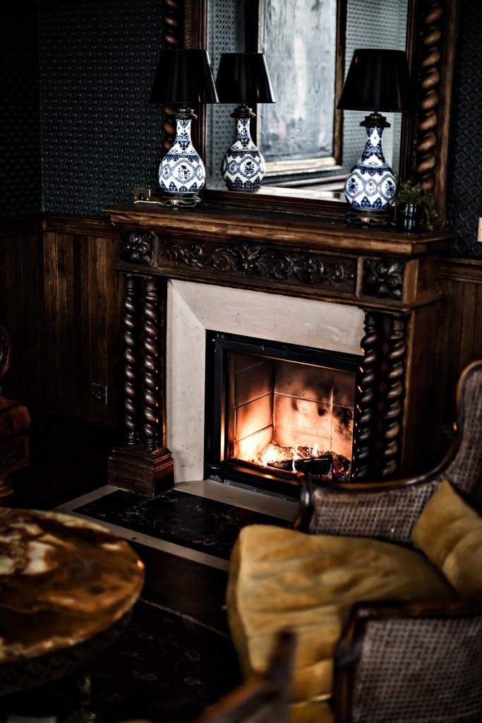 hotel-providence-paris-cheminee-fireplace-lobby