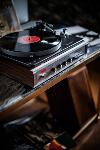 hotel-providence-paris-suite-platine-vinyle-turntable-record-player