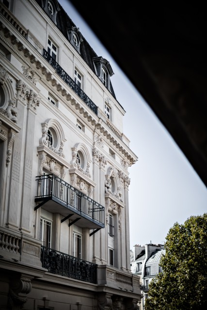 hotel-providence-paris-vue-cote rue